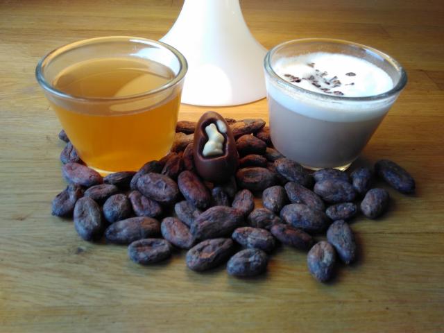 Kakaotee mit und ohne Milch